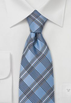 Tie with en vogue design made of pure silk with delicate Glencheck design held in baby blue and copper brown.