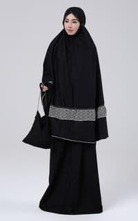 Mukena 2in1 Bintari-Black White Hijab Fashion, Fashion Dresses, Muslim, Prayer, Ootd, Couture, Black And White, Fashion Show Dresses, Eid Prayer