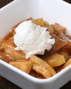 Karamell-Bratapfel-Dessert mit Vanille-Eis   Dieses Karamell-Bratapfel-Dessert ist einfach nur DAS. BESTE.