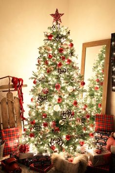 Holidays And Events Por Christmas Tree Decor I Love This Beautiful Clic Decorated With Red White Silver Buffalo Check