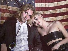 Miley Cyrus Preis-Rede bei den VMAs war so schön, sie rührte uns zu TRÄNEN. Doch jetzt wurde ein DUNKLES Geheimnis über ihr DATE enthüllt ..