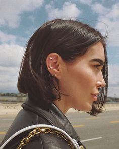 It turns out that there are 7 types of ear piercing that celebrities love . - It turns out that there are 7 types of ear piercing that celebrities love … - Innenohr Piercing, Spiderbite Piercings, Pretty Ear Piercings, Ear Peircings, Types Of Ear Piercings, Celebrity Ear Piercings, Inner Conch Piercing, Forward Helix Piercing, Multiple Ear Piercings