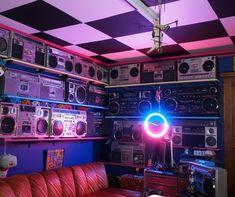 Vaporwave Room: The Connection: Rick Shithouse Camera Aesthetic, Neon Aesthetic, New Retro Wave, Retro Waves, Tumblr Neon, Arcade, Retro Room, Art Deco, Retro Futurism