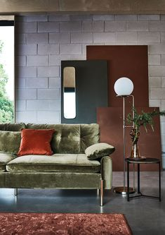Featuring slim gold legs, exposed stitching and low cushioned arms, the Tristan 3-seater sofa is all about the details. Lustrous velvet upholstery adds another level of luxury, backed up by a blissful blend of soft and supportive seat fillings. A decidedly modern design, Tristan ticks all of the trend boxes.