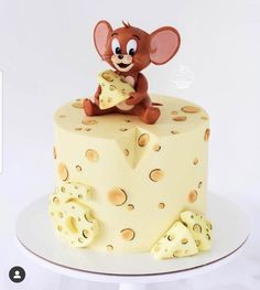 Who remembers Tom and Jerry?❤😀 - Love this cake!🍰 - Tag someone wo would love this cake as a… Bolo Tom E Jerry, Tom And Jerry Cake, Pretty Cakes, Cute Cakes, Bolo Garfield, Fondant Cakes, Cupcake Cakes, Cake Boss Cakes, Cartoon Cakes