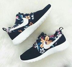 Immagine di nike, shoes, and flowers