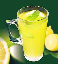 A lemon juice recipe for a refreshing, cleansing detox drink