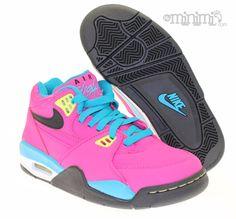 Nouveauté du jour ! La Nike Air Flight 89 fait son grand retour cette année et dans des coloris inédits comme ici en rose, jaune et bleu pour les Filles !  Ce modéle est maintenant dispo chez www.my-minimi.com