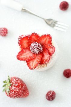 Tea Party Ideas: Strawberry Charlottes by tartelette.Angel food cake filled with vanilla pastry cream, rolled in powdered sugar, topped with strawberry slices Strawberry Recipes, Fruit Recipes, Dessert Recipes, Yummy Recipes, Sweet Recipes, Just Desserts, Delicious Desserts, Yummy Food, Dessert Healthy