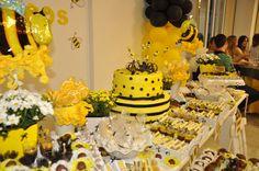 O meu blog favorito...: Festa da Abelhinha Girl First Birthday, 21st Birthday, Birthday Parties, Flower Arrangement Designs, Mommy To Bee, Bee Party, Baby Shawer, Bees Knees, Reveal Parties