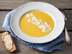 Porkkana-kesäkurpitsakeitto | Valio Soup Recipes, Vegetarian Recipes, 20 Min, Food And Drink, Eggs, Dinner, Cooking, Breakfast, Foodies