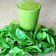 Kids Smoothie: They come home from school ravenous. Beat the snack attack and deliver vital nutrition with this recipe for a kids spinach smoothie: Easy Green Smoothie Recipes, Green Detox Smoothie, Green Juice Recipes, Good Smoothies, Detox Smoothies, Smoothie Cleanse, Cucumber Smoothie, Homemade Smoothies, Spinach Smoothies
