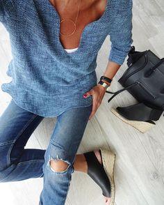 Vu de haut  #outfitpost #metoday#todayimwearing#lookoftheday#totallook Blouse#bash#bashparis #barry Jean#zara#zaradaily Shoes#celine  Sac#celinephantom Bijoux#lesfeesmere#kaptenandson  #celineshoes#serienoire#stylish#streetlook