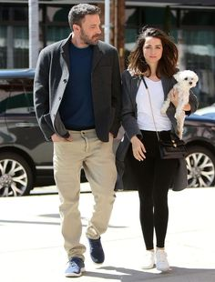 Ana de Armas and Ben Affleck Wore the Most Relatable Couples Sneaker Outfits Ben Affleck, Celebrity Pictures, Celebrity Style, Celebrity Guys, Long Grey Cardigan, Z Cam, Stylish Couple, New Boyfriend, Style Casual