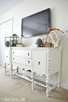 http://www.phomz.com/category/Tv-Stand/ Decorate and style a flat screen TV. Several ideas.