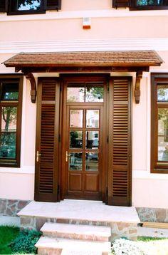 klasszikus bejárati ajtó, kétszárnyú fix lamellás zsalugáterrel  classic entrance door,with fix double-hung blinds Woodworking Jigs, Shutters, Entrance, Sweet Home, Garage Doors, Windows, Architecture, Interior, Outdoor Decor