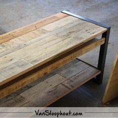 Tv meubel van eiken sloophout en stalen frame. Erg handig met een kabel gedeelte.. #reclaimed #wood #sloophout #eiken #wonen #tvmeubel #interieur #woneninspiratie