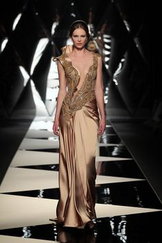 The Mireille Dagher Fall Winter 2013 14 Haute Couture Collection http://www.fashiondivadesign.com/the-mireille-dagher-fall-winter-2013-14-haute-couture-collection/