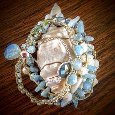 Bracelet 5 rangs avec des perles d'aigue-marine, labradorite et perles d'eau douce. Une pièce unique ! En vente sur le site.