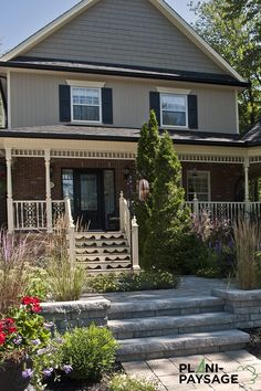 Réalisations d'aménagements paysagers en façade Facades, Garage Doors, Outdoor Decor, Home Decor, Balcony, Terrace, Front Entry, Courtyard Landscaping, Canadian House