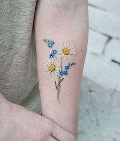 Check out the Top 30 Popular Forget Me Not Tattoos for men & women this year. Beautiful and Amazing Forget Me Not Tattoo designs men and women Mini Tattoos, Tiny Flower Tattoos, Flower Tattoo Arm, Body Art Tattoos, Small Tattoos, Sleeve Tattoos, Daisies Tattoo, Small Daisy Tattoo, Key Tattoos