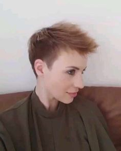 40 Cute Short Haircuts for Women 2019 – Short hairstyles for many women have a very fine hair structure. To volume the thin hair, there are some hairstyles that optimally fumble around. Take… – Source by best_hairstyles Popular Hairstyles, Latest Hairstyles, Hairstyles Haircuts, Short Hair Cuts For Women, Short Hairstyles For Women, Short Hair Styles, Box Braids Pictures, Cute Short Haircuts, Cute Shorts
