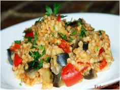 Bulgur cu vinete si ardei (de post) - imagine 1 mare Romanian Food, Yummy Food, Tasty, Fried Rice, Risotto, Food And Drink, Cooking Recipes, Meals, Ethnic Recipes
