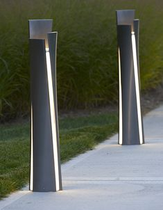 Landscape Forms believes the goal of outdoor lighting is not to turn night into day, but to provide effective, appropriate, and beautiful lighting that delivers great visual experience. Driveway Lighting, Exterior Lighting, Outdoor Lighting, Modern Lighting Design, Lighting Concepts, Urban Furniture, Street Furniture, Pillar Lights, Column Design