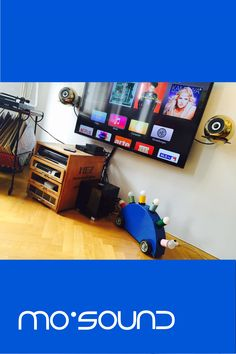 WAS MACHT DEN BESTEN SOUND?  Wir möchten, dass Du den besten Lautsprecher in unseren Shop in Wien kaufen kannst: Der beste Lautsprecher ist jener, der am besten zu deinem Geschmack und deinen Hörgewohnheiten passt.  #Lautsprecher #Musikanlage #Lautsprecherbox #Vinyl #mosoundstorevienna #mosoundvienna #gold #gruppememphis #Schallplatten #design #interiordesign #interior Interiordesign, Vinyl, Nerf, Home Appliances, Gold, Shopping, Vinyl Records, Living Room, House Appliances