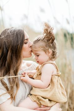Mom Daughter Photography, Mommy Daughter Pictures, Mother Daughter Photography, Family Photography, Mommy And Baby Pictures, Toddler Photography, Outdoor Baby Photography, Image Photography, Photography Poses