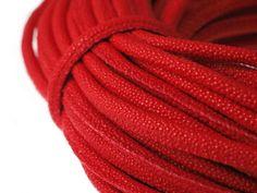 Rzemień Szyty Skóra Bąbelkowa Czerwony 8x6mm 50cm 2,99 zł - Półfabrykaty do biżuterii \ Bazy biżuteryjne \ Rzemienie \ Szyte - MarMon.com.pl