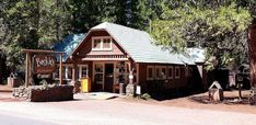 Visit Beckie's Cafe, The Small Town Diner In Oregon That's Been Around Since The 1920s Classic American Diner, Best Diner, Log Cabin Furniture, Rogue River, Crater Lake National Park, Rustic Restaurant, Oregon Travel, Outdoor Seating, Small Towns