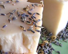 levendulaszappan-recept Hand Lotion, Wedding Party Favors, Cold Process Soap, Diy And Crafts, Lavender, Artisan, Candles, Cosmetics, Homemade