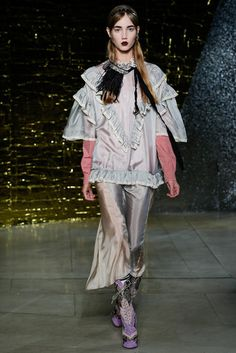 2016春夏プレタポルテコレクション - ミュウミュウ(MIU MIU)ランウェイ コレクション(ファッションショー) VOGUE JAPAN