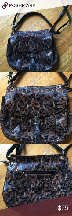 EUC Black and Tan Snakeskin Italian Leather Purse This is a stunning handbag by Borse en Pelle from Italy. Leather is soft and buttery Borse in Pelle Bags Shoulder Bags