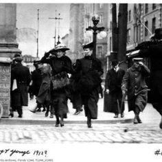 Shoppers on Yonge Street, Toronto - 1912