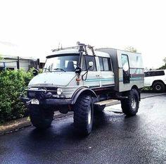 Unimog camper. Jeep Truck, Truck Camper, Camper Trailers, Mercedes Benz Unimog, Mercedes Benz Trucks, Off Road Camping, Van Camping, Rv Motorhomes, Winter Car