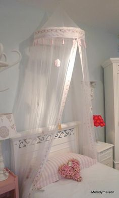 Rose over bed canopy net - Melody Maison® Cute Cottage, Cottage Chic, Ikea Kura Bed, Bedroom Crafts, Pretty Bedroom, Canopy Tent, Little Girl Rooms, Kid Beds, Girls Bedroom
