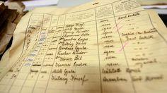 Un des 3 600 documents retrouvés dans l'appartement de Brigitte Berdefy et de son mari Gabor, photographié aux archives municipales de Budapest (Hongrie) le 12 novembre 2015. (ATTILA KISBENEDEK)
