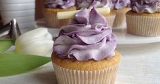 Vanilkové cupcakes s borůvkami Brownie Cupcakes, Mini Cupcakes, Muffin Bread, Carrot Cake, Cake Art, Baked Goods, Sweet Recipes, Muffins, Good Food