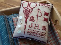 "quilting Jeannet: ""A Soed idea"" and pincushings . Blackwork Embroidery, Modern Embroidery, Cross Stitch Embroidery, Embroidery Designs, Biscornu Cross Stitch, Beaded Cross Stitch, Cross Stitch Designs, Cross Stitch Patterns, Sewing Case"