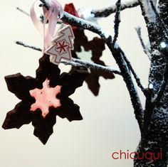Navidad Christmas galletas decoradas para el arbol de navidad chicuqui.com Stained Glass Cookies, Christmas Ornaments, Holiday Decor, Ideas, Chocolate Cookies, Christmas Recipes, The Originals, Ornaments, Christmas Jewelry