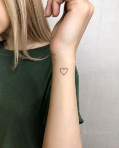 Herz von Vlada Benson - Tattoos für Frauen - Herz von Vlada Benson – Tattoos für Frauen Imágenes efectivas que le proporcionamos sobre diy cl - Classy Tattoos, Bff Tattoos, Dainty Tattoos, Pretty Tattoos, Symbolic Tattoos, Mini Tattoos, Finger Tattoos, Tatoos, Belly Tattoos