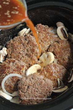 Easy Slow Cooker Salisbury Steak is one of our favorite comfort foods. Tender beef patties simmered in rich brown gravy with mushrooms and onions. Swiss Steak Recipes, Cube Steak Recipes, Ground Beef Recipes, Cuban Recipes, Ww Recipes, Crockpot Dishes, Crock Pot Cooking, Crockpot Recipes, Cooking Recipes