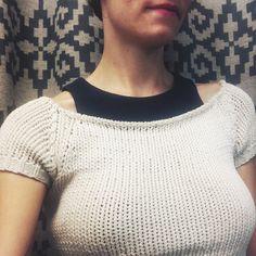 "143 Me gusta, 5 comentarios - gJ (@gretchen_jones) en Instagram: ""NO Accessories of the day! (When you've got a neckline like this on)"""