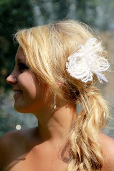 Bridal fascinator ivory feather hair clip ivory by kathyjohnson3, $48.00