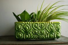 Great design and color on this Haeger planter