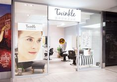 #twinkle #browbar #hamburg #interior #ladenfassade #leuchtreklame #brows #lashes