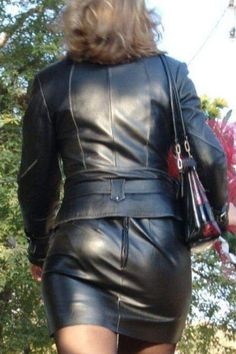 Image of a lady looking sexy in a leather coat and skirt,.and she's asked the photographer to do both photos of walking towards, and away from, the photographer. Black Leather Mini Skirt, Black Leather Skirt Outfits, Leder Outfits, Looks Plus Size, Cute Girl Outfits, Leather Dresses, Sexy Skirt, Sexy Boots, Leather Fashion