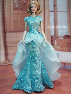 These outfits for Barbie are gorgeous! Barbie Gowns, Doll Clothes Barbie, Barbie Dress, Doll Dresses, Barbie Fashionista, Fashion Royalty Dolls, Fashion Dolls, Glamour, Barbie Patterns
